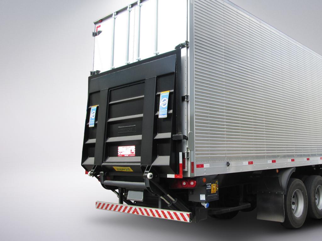 Plataforma elevatória de caminhão: Qual sua importância no transporte de cargas?